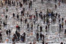 1.800 FOTO RICERCATORI 'DA CALPESTARE' A BOLOGNA